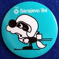 OLYMPIADE SARAJEVO 1984 , MASCOTE VUCKO SKIING BADGE - Kleding, Souvenirs & Andere