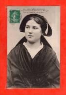 N°597 Costumes Bretons Coiffes Et Costumes Type De Femme De L'ile De Sein   (  écrite  ) - Ile De Sein