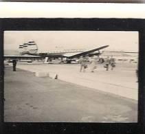 Avion TWA Trans World Airlines ( Homme  Mode 1950 Femme Hotesse De L'air Pilote ) Hangar Tracteur Aviation - Aviazione