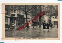 La Place Voltaire-a La GUILLOTIERE-Kiosque A Journaux-Animation-Commerces-1942- - Lyon