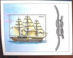 GUINEE   2070  MINT NEVER HINGED SOUVENIR SHEET OF SHIPS - Barcos