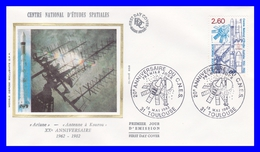 2213 (Yvert) Sur Enveloppe Premier Jour Illustrée Sur Soie - Centre National D´études Spatiales - France 1982 - 1980-1989
