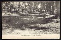 CPA  ANCIENNE- MACÉDOINE- CAMPAGNE ORIENT 1922-23- VERIA- UN COIN DE LA VILLE SOUS LES GROS ARBRES EN ÉTÉ- ANIMATION - Mazedonien