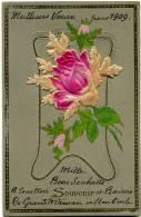 CPA 1909 Précurseur  Gauffrée Plus Collage Tissu Fleurs Roses - Fêtes - Voeux