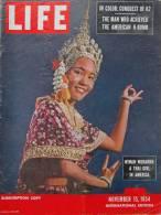 Magazine LIFE - NOVEMBER 15 , 1954 - INTER. ED. -  LES  ITALIENS CONQUIÈRENT LE SOMMET INACCESSIBLE - FIAT Etc  (3022) - Nouvelles/ Affaires Courantes