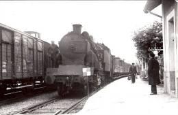 74  * BONNEVILLE   Une Photo De Train En Gare 1951 - Bonneville