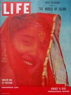 Magazine LIFE - AUGUST 8 , 1955 - INTER. ED. -   LE MONDE DE L'ISLAM  - PUB. Voitures  MORRIS OXFORD - FORD  Etc  (3032) - Nouvelles/ Affaires Courantes