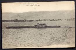 """CPA ANCIENNE- MARINE FRANCAISE A LA CAMPAGNE D'ORIENT 1922-23- LE """"NÉRÉIDE""""- SOUS-MARIN EN SURFACE AVEC SON EQUIPAGE- - Warships"""
