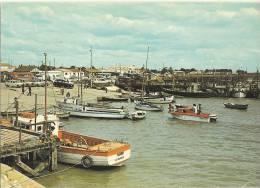 L´AIGUILLON SUR MER  Le Port - ( Cpsm Gf ) 114 - Non Classés