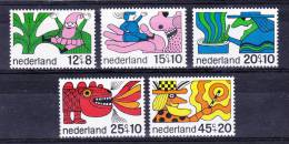 NETHERLANDS  1968 , For Children   Y&T #  877 / 81   , Cv 5,50 E ,   ( Y&T 2004 )  ** M N H , V V F - Nuovi