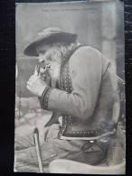 PLOMODIERN - Non Envoyée - Précurseur - Un Fumeur - Menez Hom - Collection Villard  - Lot 214 - Plomodiern