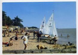 LES MOUTIERS EN RETZ--1971--La Plage Et Le Club De Voile (très Animée,bateaux,beau Plan),cpsm 10 X 15 N° 555 éd Guitteny - Les Moutiers-en-Retz