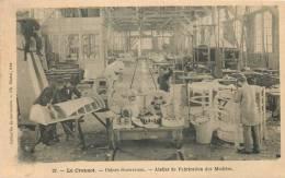 71 LE CREUSOT USINES SCHNEIDER  ATELIER ET FABRICATION DES MODELES  EDITION MARTET - Le Creusot
