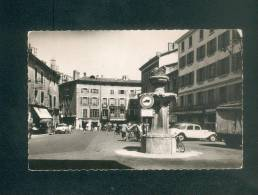 CPSM  Bourgoin (38) - Place D´ Armes ( Automobile Citroen Traction Grand Café Ed. Cellard ) - Bourgoin