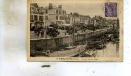 Saint-Gilles Sur-Vie  85    Le Quai Du Port  Fidèle Tres Tres Animée -Le Marché Et Voitures Et Bateaux - Saint Gilles Croix De Vie