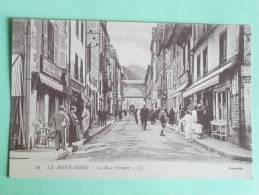 LE MONT DORE , La Rue FAVART. - Le Mont Dore