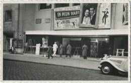 CINEMA  (  Antwerpen ? )  METRO ?  (  Carte Photo )   Old Car - Cartes Postales