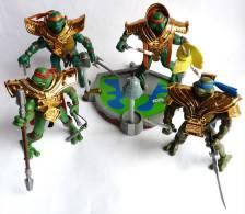 FIGURINE TORTUES NINJA - TEENAGE NINJA TURTLES MUTANT -  LOT DE 4 FIGURINES AVEC UN PLAYSET - Teenage Mutant Ninja Turtles