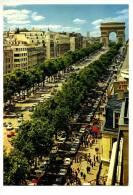 CPM - PARIS (75) Les Champs Elysées Et L'Arc De Triomphe (très Animée : Public, Voiture, ..) - Champs-Elysées