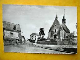Cpsm 37 FRANCUEIL Pace De L Eglise   Borne MICHELIN  Borne,Pompe, Essence - Sonstige Gemeinden