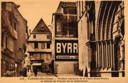 Vieilles Maisons De La Place St Pierre Et Détails Du Porche De La Cathédrale. - Vannes