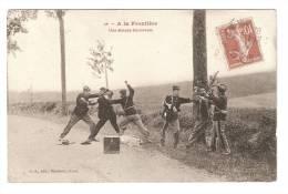 CPA : A La Frontière : Une Attaque Emouvante : Reconstitution De L'arrestation De Contrevenants Par Des Douaniers - Douane