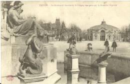 16 - TROYES /  Le Boulevard Gambetta, Le Cirque, Vue Prise Sur La Fontaine Argence - Troyes