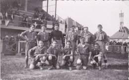 FOOTBALL - Carte-photo - Equipe De Foot, Stade, Drapeaux ... (à Identifier) - Calcio