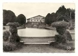 """Cp, 64, Cambo-les-Bains, """"Arnaga"""", Les Jardins Et Une Pièce D'Eau, Voyagée 1958 - Andere Gemeenten"""