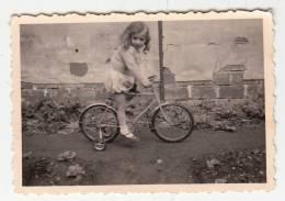 Cyclisme - Photo Format 8.5 X 5.8 Cm - Fillette Sur Son Tricycle (vélo, Enfant) - Ciclismo