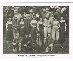 TOURNUS:groupe Costume Tournugeois - France