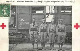 Réf : B -13-0532 : Gare D'Angoulême Tirailleurs Marocains Croix Rouge Guerre De 1914 Militaria - Angouleme