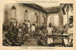 Afrique - Africa - Cameroun - Ref A520- Missionnaires - Yaoundé -santé- Medecine -au Dispensaire  -carte Bon Etat - - Cameroun