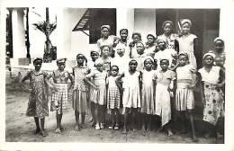 Afrique - Africa - Cameroun - Ref A508-mission Catholique , Yoko , La Classe De Couture  - Carte Bon Etat - - Cameroun