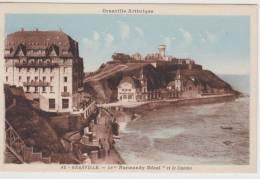 GRANVILLE - N° 15 - LE NORMANDY HOTEL ET LE CASINO - PLIS ET DECHIRURE A GAUCHE - Granville
