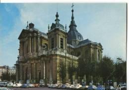 CPSM/CPM FORMAT ACTUEL  -  VERSAILLES  -  L' ÉGLISE SAINT-LOUIS  AVEC PARKING VOITURES - Versailles