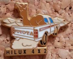 PIN´S AUTOMOBILE TOYOTA HILUX 4X2 ARTHUS BERTRAND PARIS - Toyota