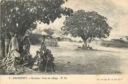 Afrique - Africa - Dahomey -ref A409- Savalou - Coin Du Village  -carte Bon Etat   - - Dahomey