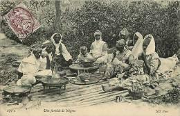 1907  Une Famille De Nègres.   Voyagée - Szenen