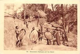 Afrique - Africa -ref A168-republique Centrafricaine - Ethnologie - Simulacre D Attaque Par Les Karré - - Centrafricaine (République)