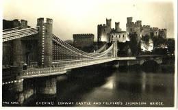 Evening: Conway Castle And Telford's Suspension Bridge - Pays De Galles