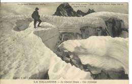 LA VALLOUISE - Le Glacier Blanc - Une Crevasse - L'Argentiere La Besse