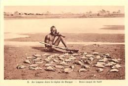 afrique - africa -tchad -ref A42-la chasse -chasseur -region bongor au logone -2 coups de fusil  - carte bon etat  -