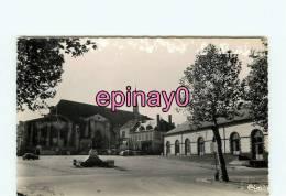 Bf - 03 - SAINT POUCAIN SUR SIOULE - Place Des Halles - édit. Combier - - France