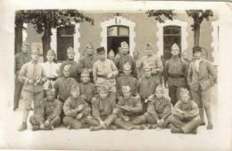 CPSM PHOTO MILITARIA UNIFORMES - Groupe De Militaires Non Situés - Uniformes