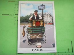 442) Paris :  Pont St Louis : Joueur D'orgue De Barbarie - France