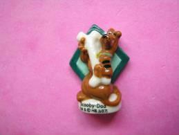 Feve Porcelaine Brillante CHIEN ♥ SCOOBY-DOO 2 ♥ Série SCOOBY-DOO 2008 ( Feves ) - Cartoons