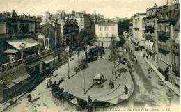64 - Biarritz - LA PLACE DE LA LIBERTE -ANIMATION DE CALECHES - 68 - Biarritz