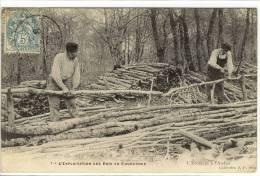 Carte Postale Ancienne Yonne - Exploitation Du Bois En Bourgogne. L'Ecorçage à L'Atelier - Bucherons - Autres Communes