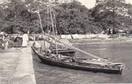 L´Afrique Occidentale Française - Pirogue Au Port, Animé - Cartes Postales
